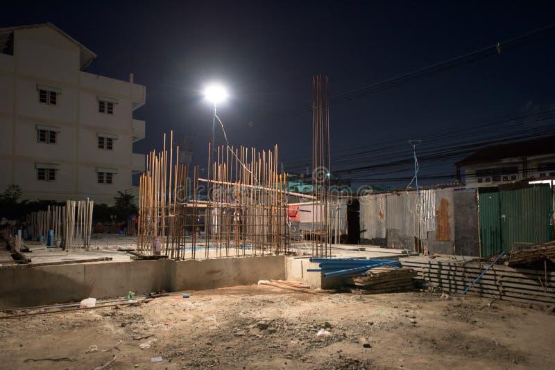 Budowa przy Noc zdjęcia royalty free