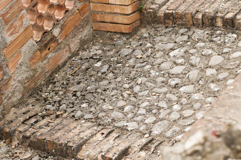 Download Budowa Schody W Cegle I Kamieniu Zdjęcie Stock - Obraz złożonej z stary, kamień: 53793158