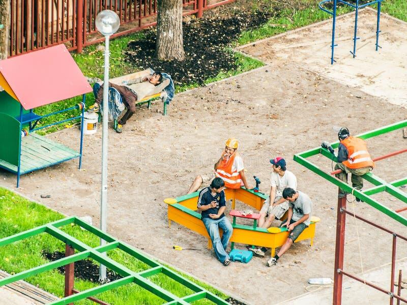 Download Budowniczowie zdjęcie stock editorial. Obraz złożonej z budowniczowie - 53782438