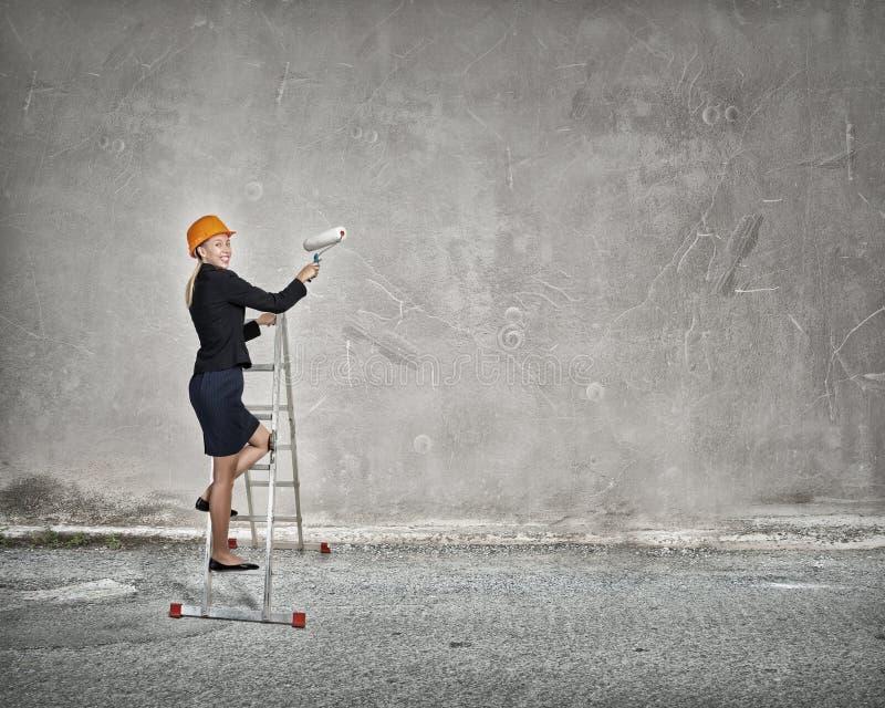 Budowniczy kobiety viewing miasto zdjęcie royalty free