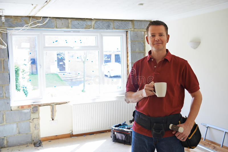 Budowniczy Niesie Out Domowych ulepszenia Bierze przerwę zdjęcia royalty free