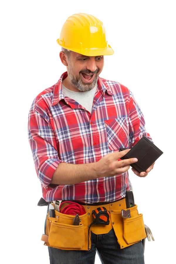 Budowniczy robi zdziwionemu wyrażeniu jako sprawdzać portfel obraz stock