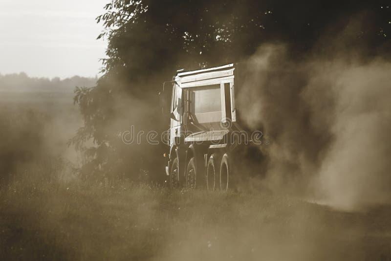 Budowy drogi ciężarówka zdjęcie royalty free