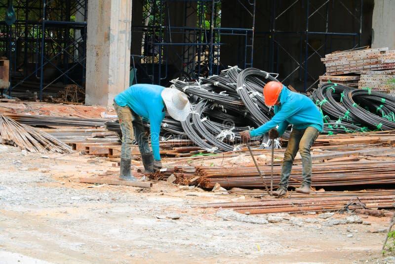 Budowy dwa pracowników dokonany żelazo obrazy royalty free