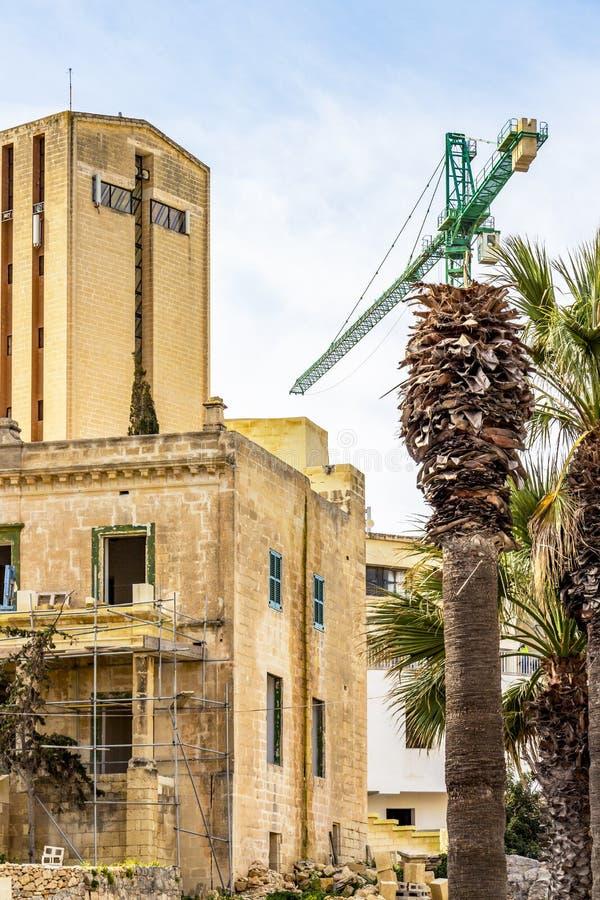 Budowy i kościół fasada w Malta zdjęcia royalty free