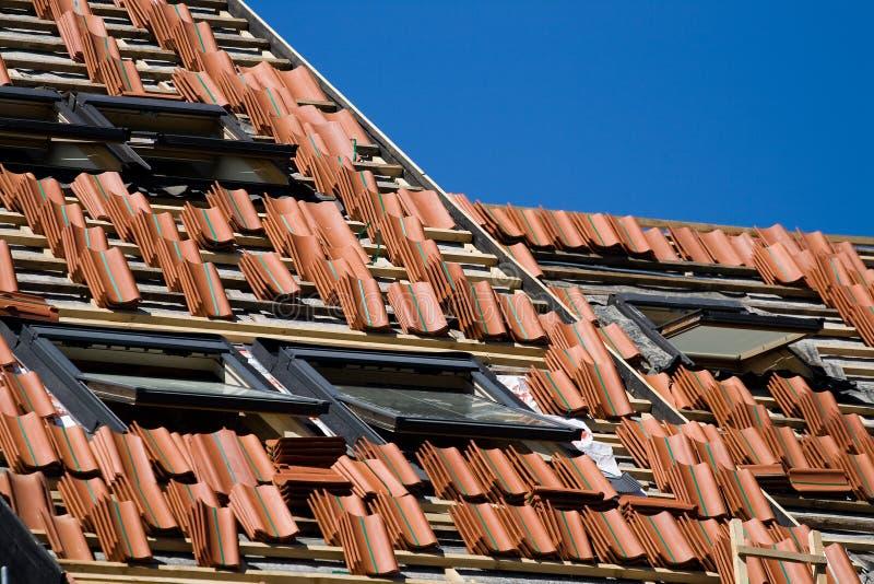budowy naprawy dachu praca obraz stock