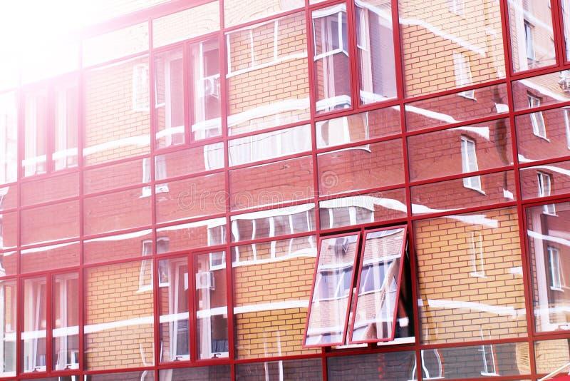Budujący z szklaną fasadą, odbicia w szkle obrazy royalty free