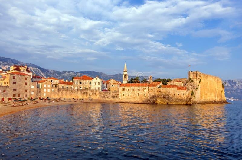 Budva, Montenegro, die Mauern der Altstadt bei Sonnenuntergang stockbilder