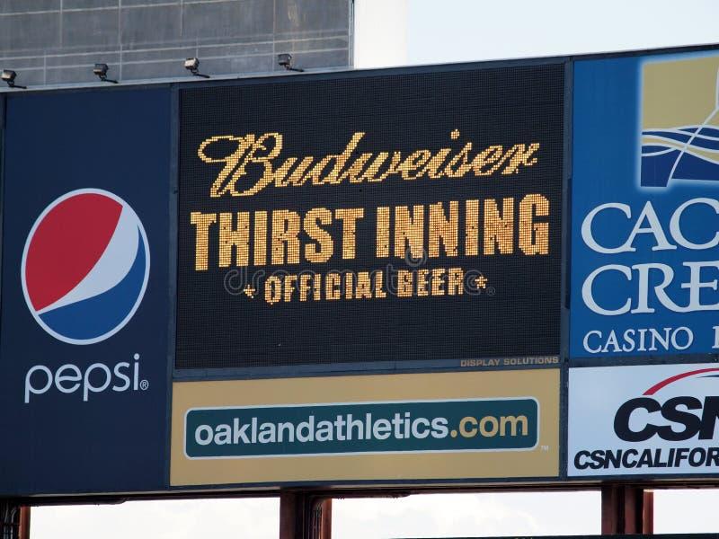 Budweiser pragnienia inning znak na Cyfrowym pokazie * Oficjalny piwo * obraz royalty free