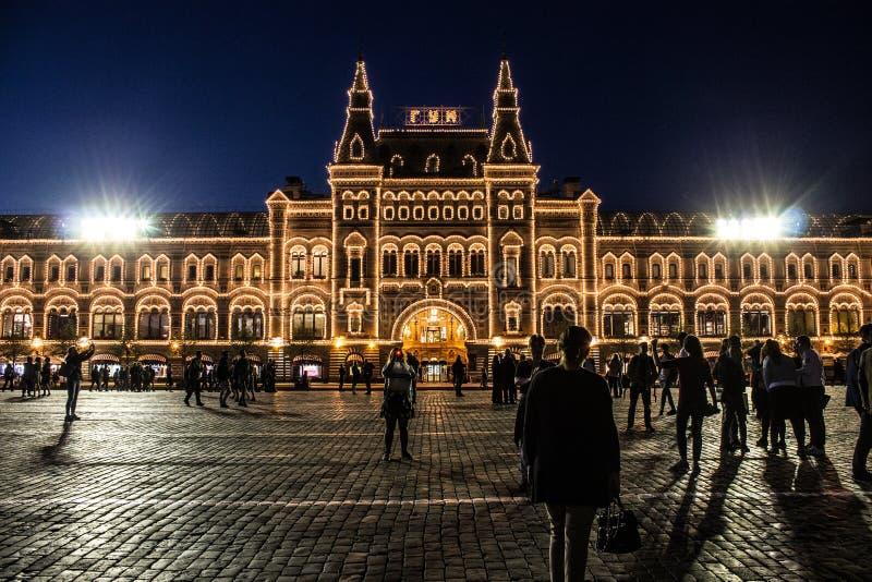 Budynek Środkowy dom towarowy z iluminacją na placu czerwonym przy nocą Moskwa Rosja obraz stock