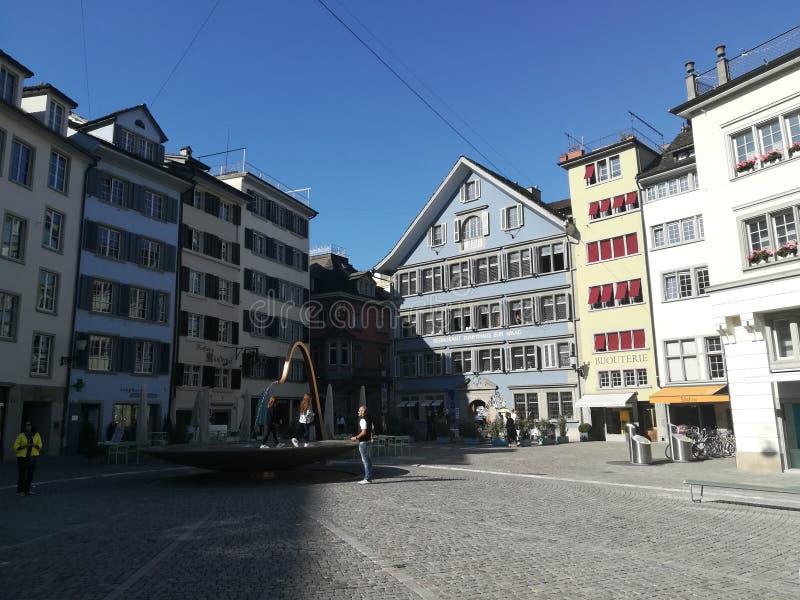 Budynek architektura Szwajcaria mieści kolorowego obraz stock
