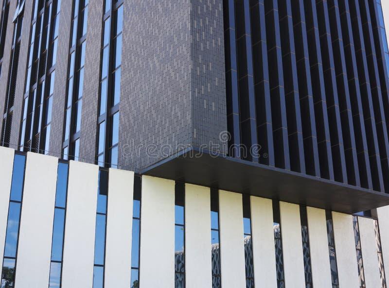 Download Budynek biurowy fasada zdjęcie stock. Obraz złożonej z zakupy - 57651746