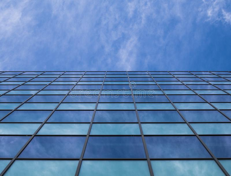 Budynek biurowy w dużym miasteczku fotografia royalty free
