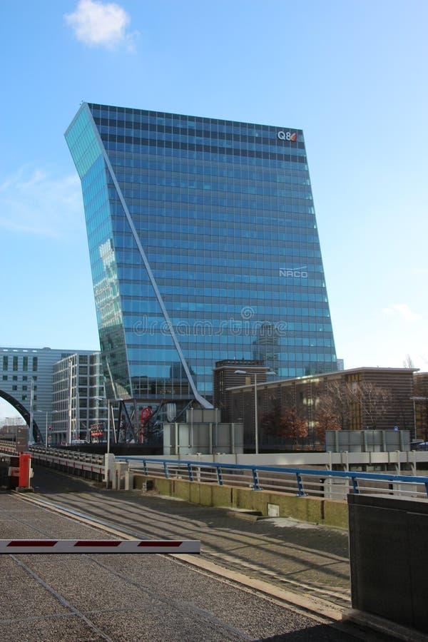 Budynek biurowy wymieniał łabędź Hague przy beatrixkwartier w melinie Haag holandie zdjęcia stock