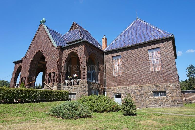 Budynek crematorium i dom pogrzebowy zdjęcia stock