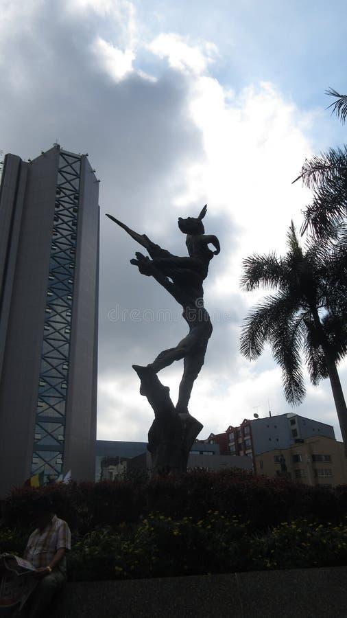 Budynek i statua zdjęcia royalty free