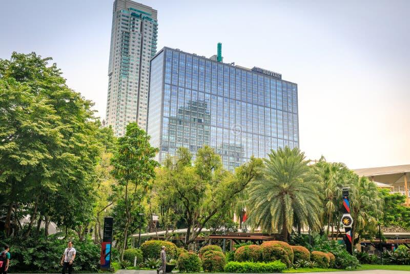 Budynek Makati Raffles widok od greenbelt zakupy centrum handlowego dalej zdjęcie royalty free