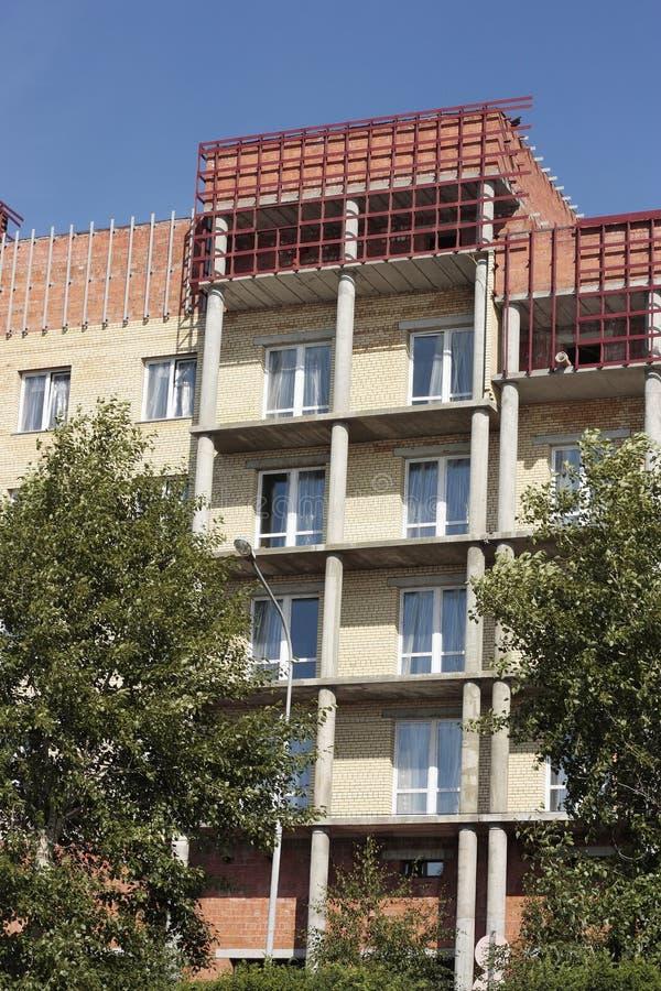 Budynek mieszkalny, kończy pracę zdjęcie royalty free