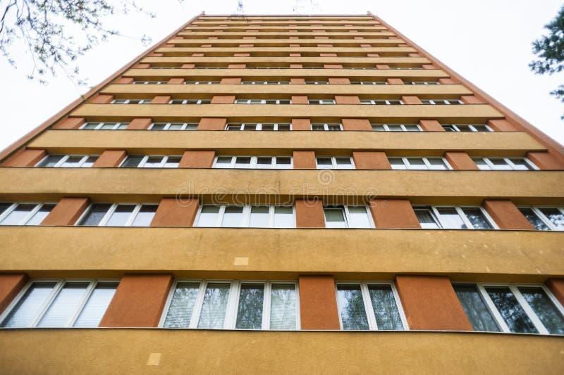 Budynek mieszkaniowy od niskiego kąta obrazy royalty free