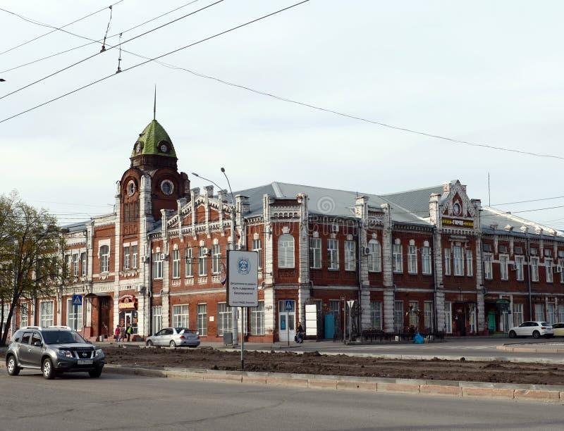 Budynek muzealny ` miasta ` przy skrzyżowaniem Lenin aleja i Leo Tolstoy ulicą w Barnaul Poprzednia rada miasta budowa obraz stock