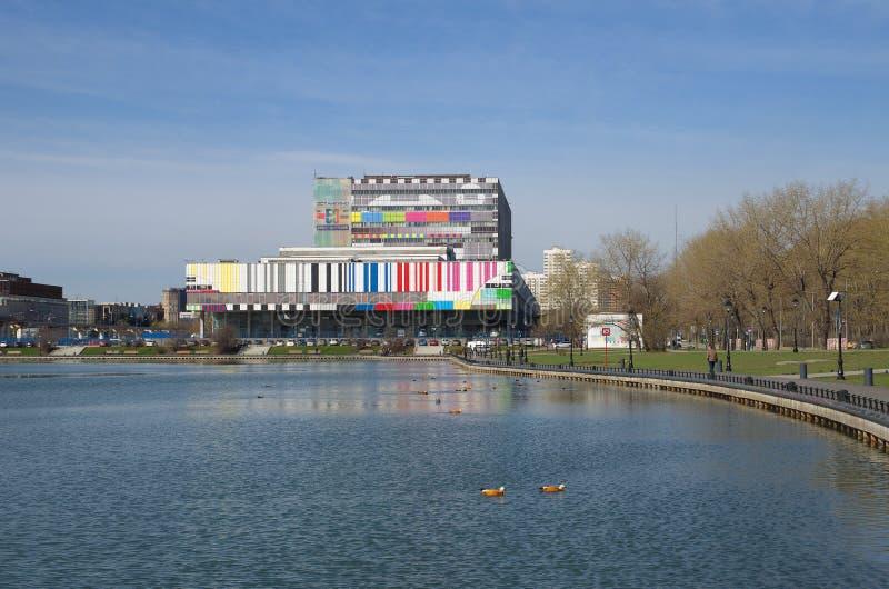 Budynek Ostankino telewizi centrum na wiosna dniu, Moskwa, Rosja zdjęcia stock