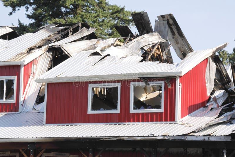 budynek palący roszuje zniszczony zniszczonego ogienia war zdjęcia stock