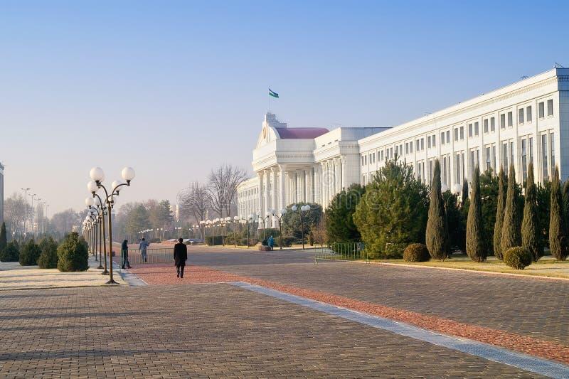 Budynek senacki i jawny ogród zdjęcie stock