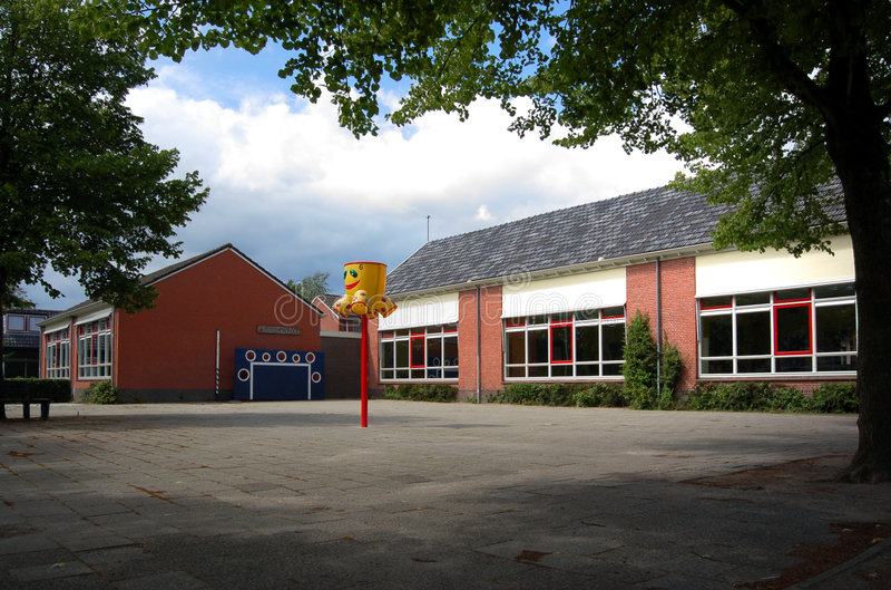 budynek szkoły podstawowej obrazy royalty free