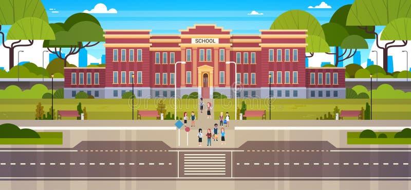 Budynek Szkoły Z grupą uczni ucznie Na Frontowym jardzie Z Zieloną trawą I drzewo krajobrazem ilustracja wektor