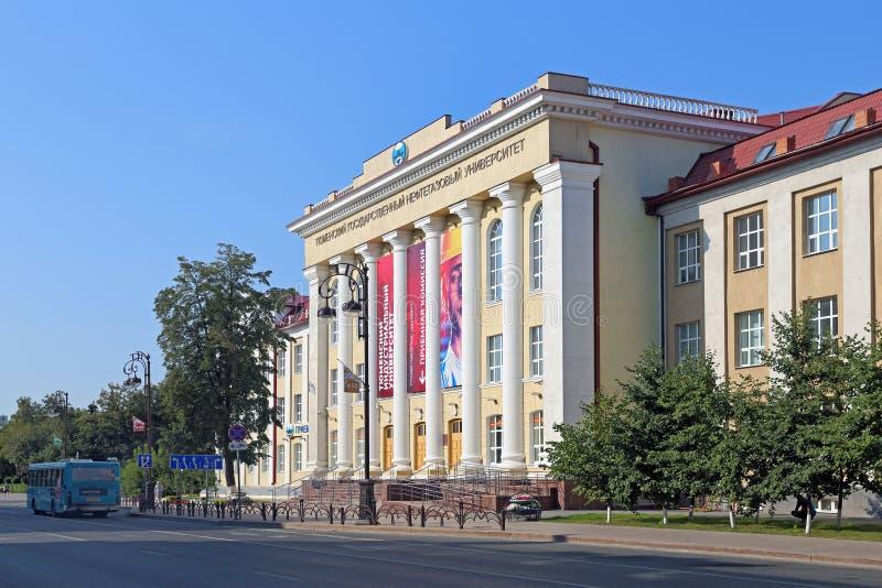 Budynek Tyumen stanu ropa i gaz uniwersytet na słońcu fotografia royalty free