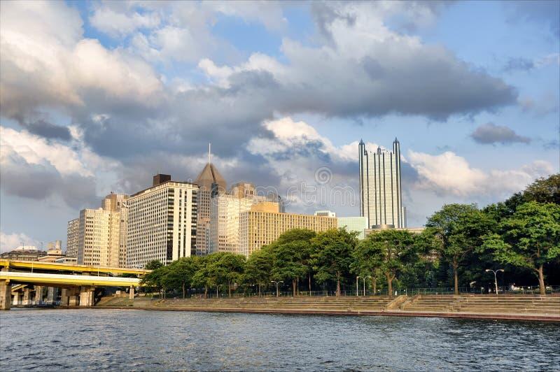 budynków Pittsburgh rzeka zdjęcie royalty free