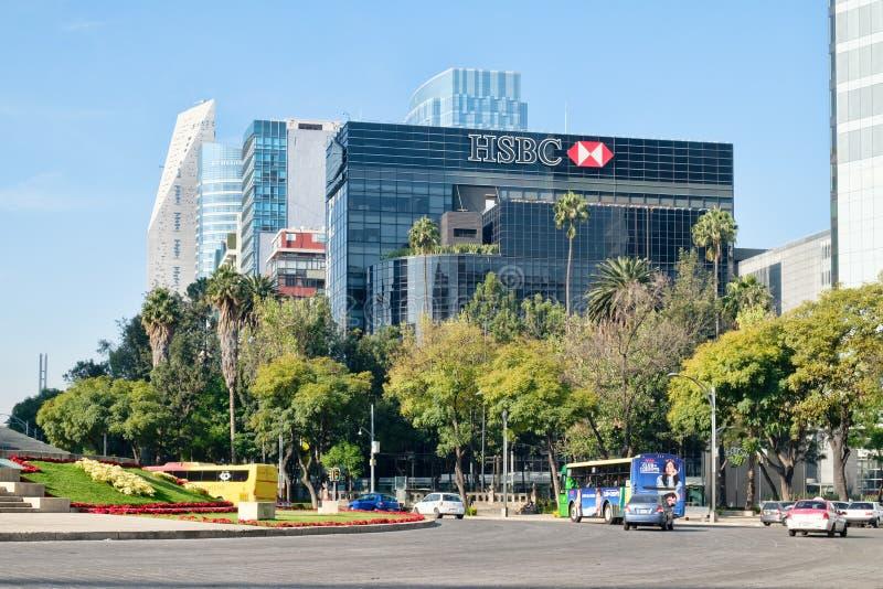 Budynki biurowi i nowożytni drapacze chmur przy Paseo De Los angeles Reforma w Meksyk zdjęcia stock