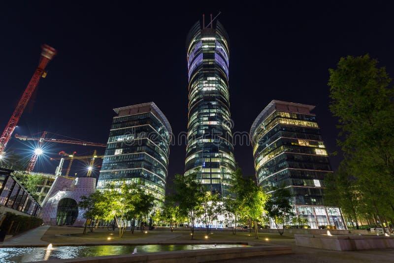 Budynki biurowi w Warszawa przy nocą zdjęcia royalty free