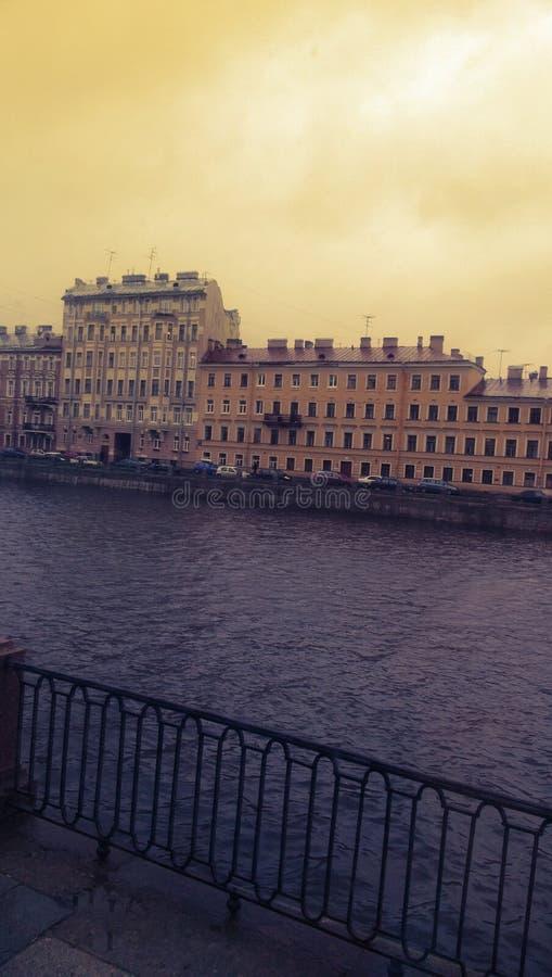 Budynki blisko rzeki zdjęcie royalty free