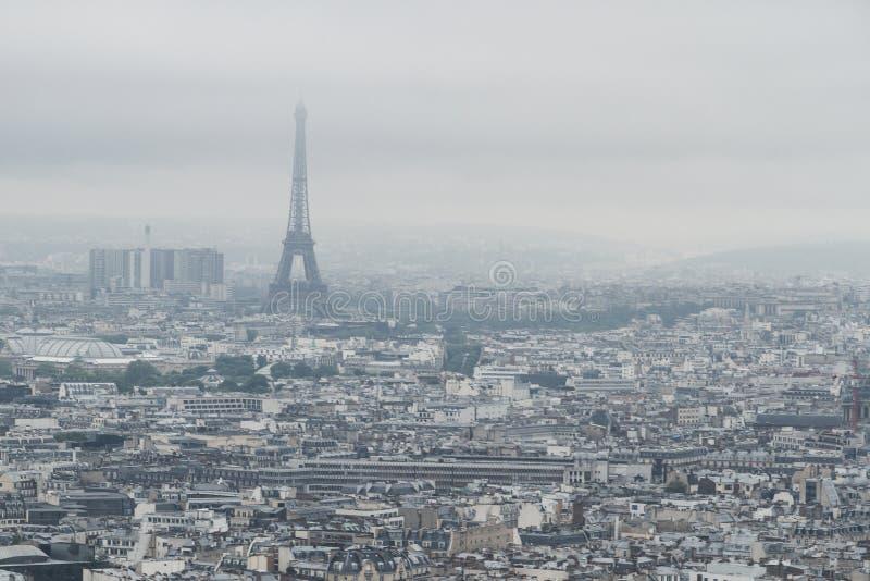 Budynki i linia horyzontu Paryż, Francja z wieżą eiflą, od wierzchołka Sacre-coeur w Montmartre fotografia royalty free