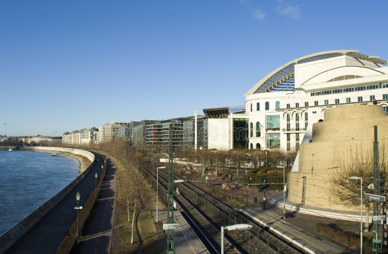 Budynki kolej i Danube w Budapest, zdjęcia stock
