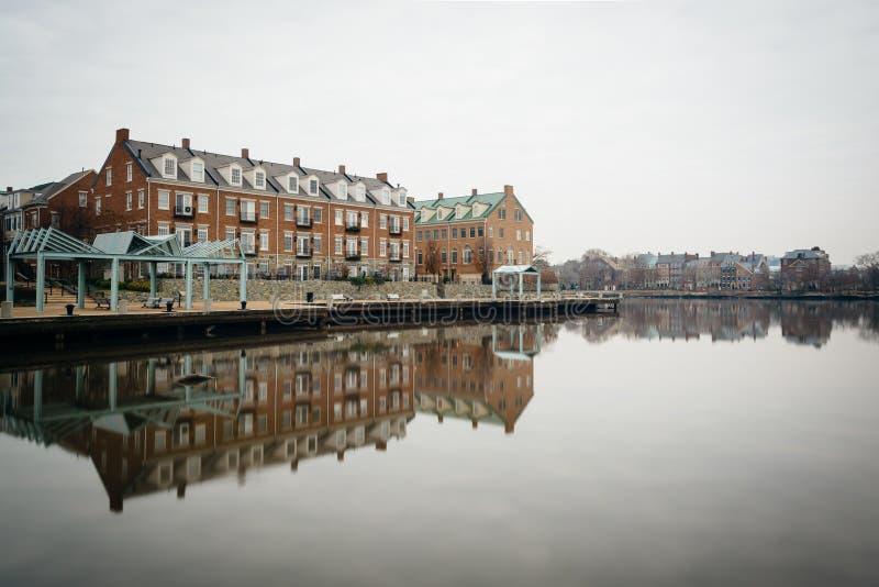 Budynki mieszkaniowi wzdłuż Potomac Rzecznego nabrzeża w Alexa, zdjęcia royalty free