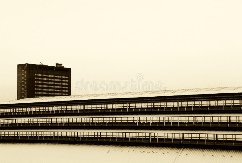 Budynki pod śnieżnym, wysokim kontrastem, zdjęcie stock