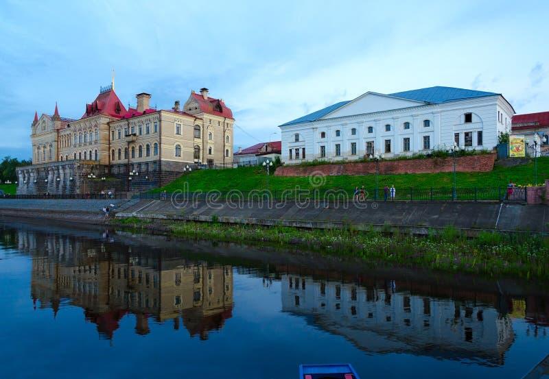 Budynki poprzednia zbożowa wymiana na bulwarze w wieczór, Rybinsk, Rosja fotografia royalty free