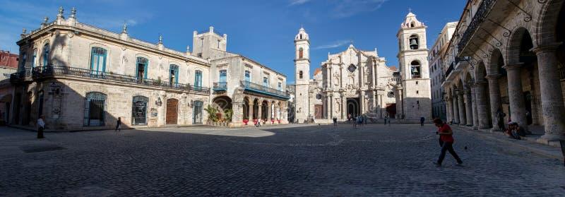 Budynki w Placu De Los angeles Catedral w Stary Hawańskim, Kuba fotografia royalty free