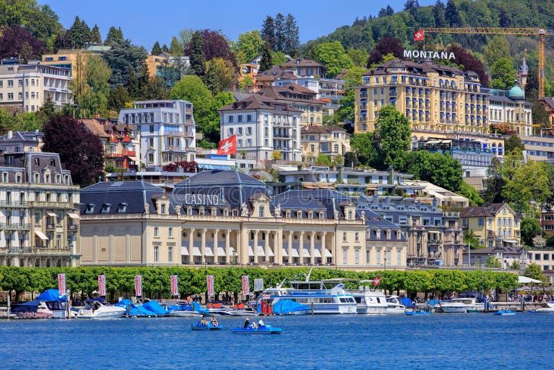 Budynki wzdłuż Jeziornej lucerny w mieście lucerna zdjęcia stock