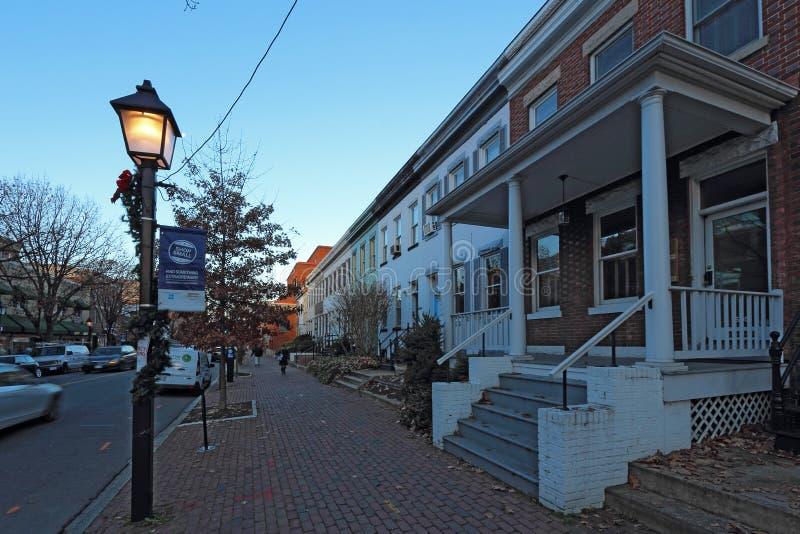 Budynki wzdłuż królewiątko ulicy w Aleksandria, Virginia zdjęcia stock