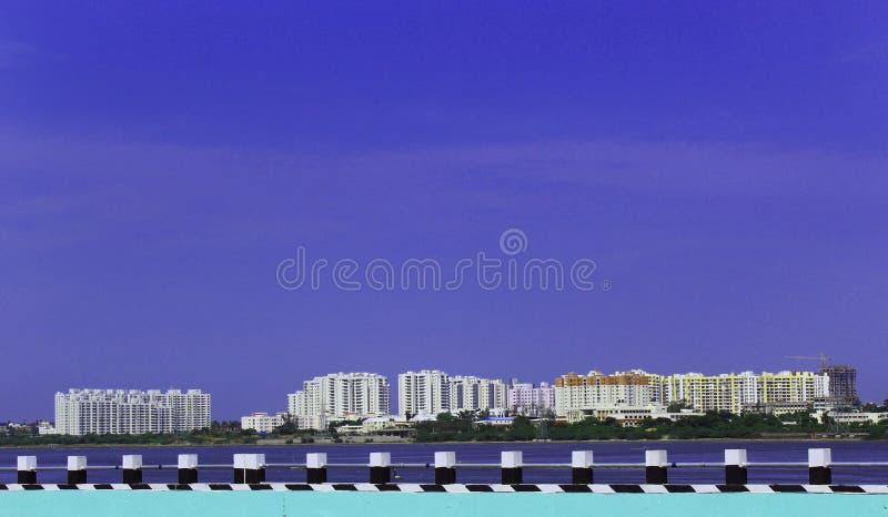 Budynki z niebieskim niebem zdjęcie stock