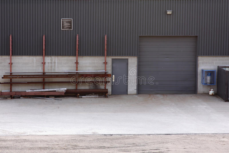 budynku ładowanie drzwiowy przemysłowy zdjęcie royalty free