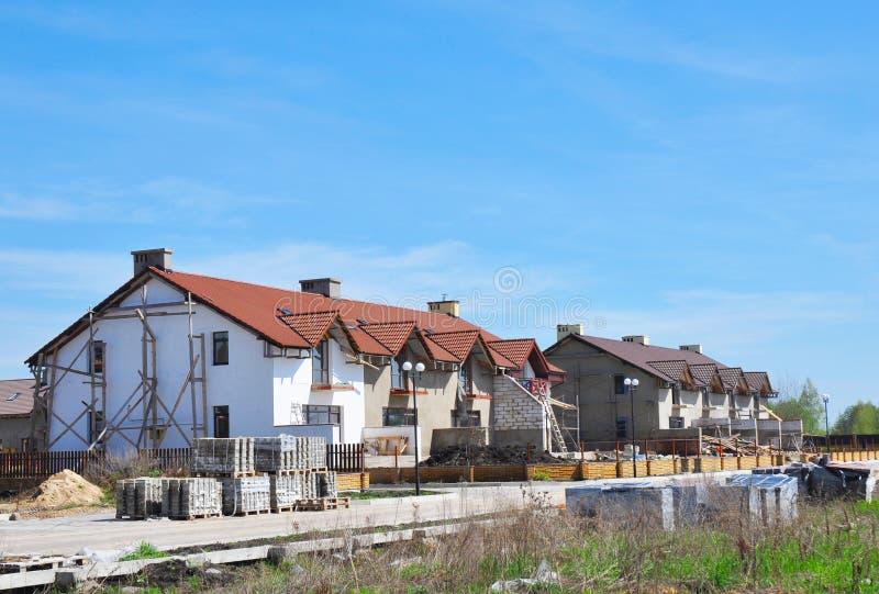budynku budowy mieszkania domu miejsca tenement Nowożytni Nowi domy miejscy i kondominiów Mieścić fotografia stock