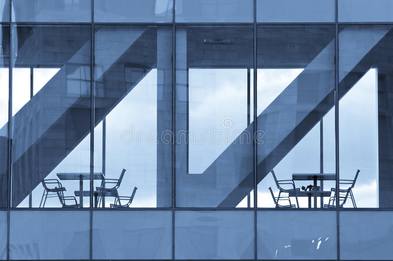 budynku bufet przewodniczy nowożytnego stół obraz royalty free