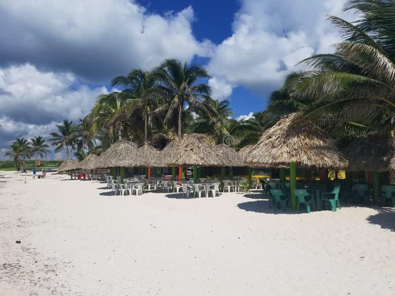 Bueaty zatok meksykańskich Cabanas lub budy zdjęcia stock
