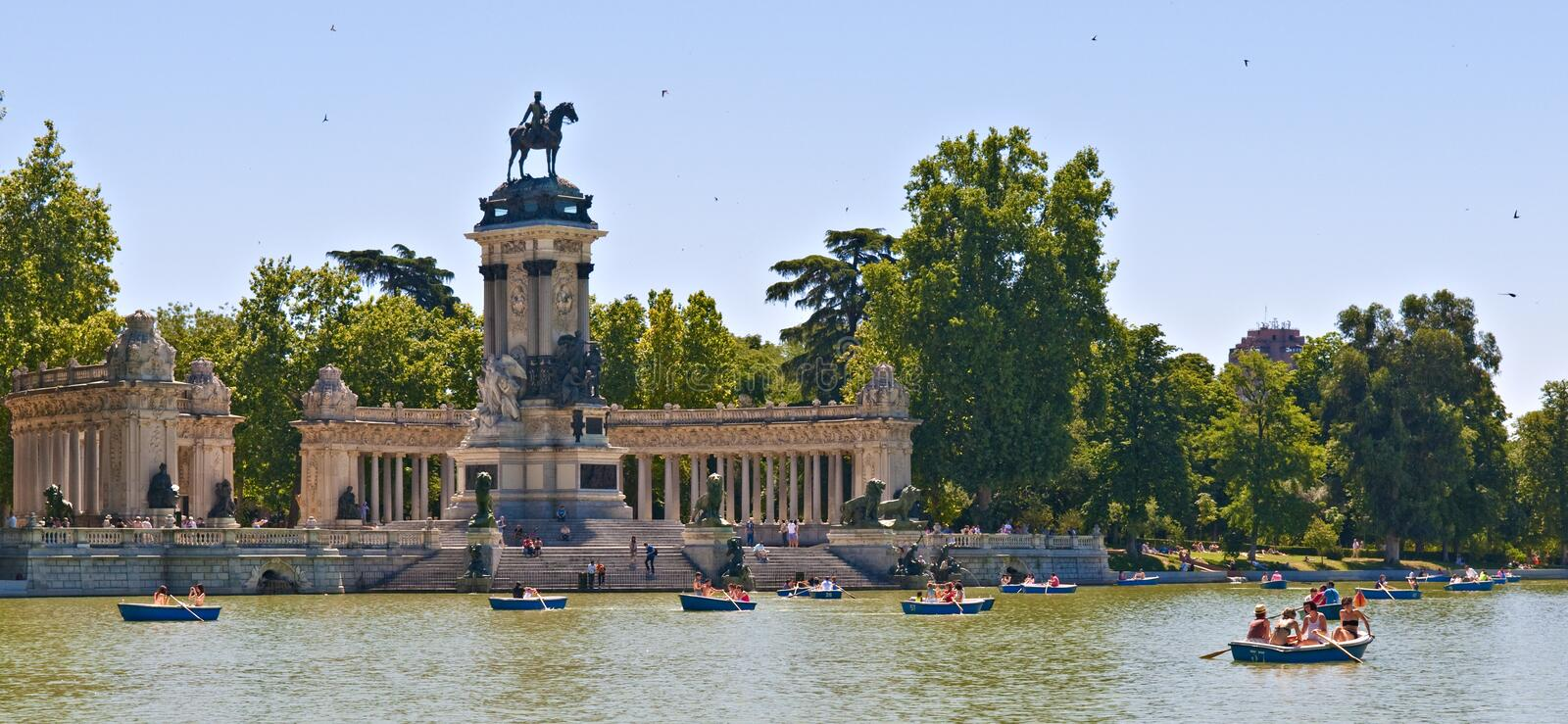 Download Buen Retiro Park editorial stock photo. Image of tourists - 21085878
