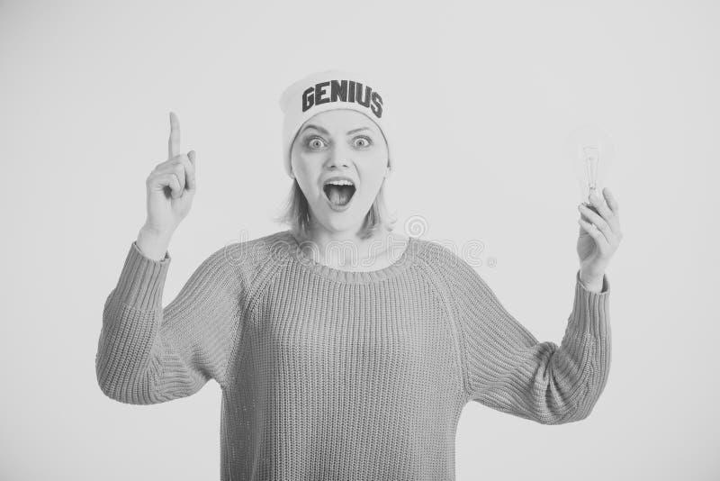 Buena idea Idea y concepto creativo del idea del concepto y creativo La mujer destaca con el finger, tiene idea, fondo blanco fotos de archivo libres de regalías