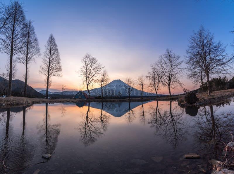 Buena mañana Fuji fotos de archivo